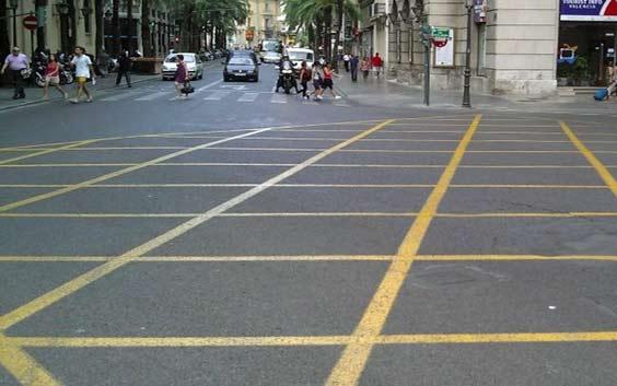 Новая дорожная разметка зона перекрестка